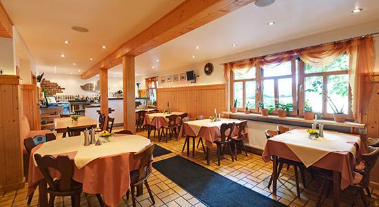 Die Gaststube des Gasthaus Lindenhof in Neustadt bei Coburg